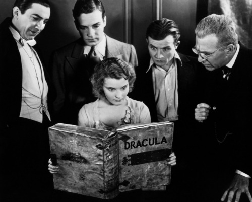 "Helen Chandler reads ""Dracula"" with Bela Lugosi, David Manners, Dwight Frye and Edward Sloan - 1931"