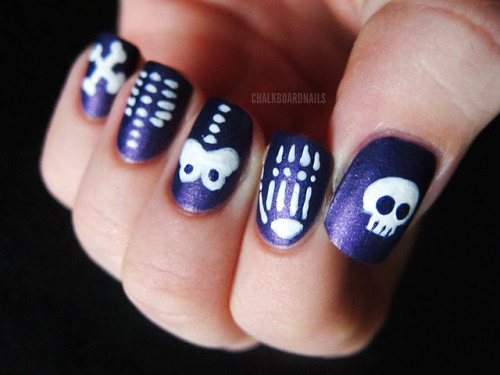 fuckyeahnailart:  (via Chalkboard Nails: Skeleton Skittle)