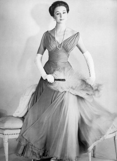 theniftyfifties:  Vicomtesse de Ribes in evening wear, 1956. Photo by Henry Clarke.