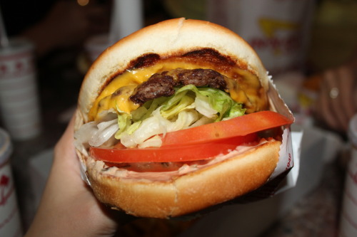 californiacuisine:  ffaaiitthhyy:  In-n-out Burger.  That's what a hamburrrgers … alllll about !