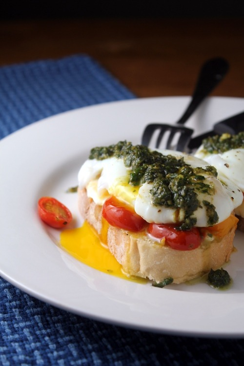 justbesplendid:  Caprese eggs on toast by Kitchen Trial & Error