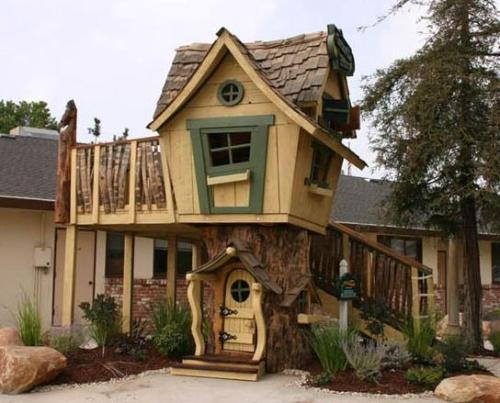 Kids Playhouse by wellappointedhouse.com