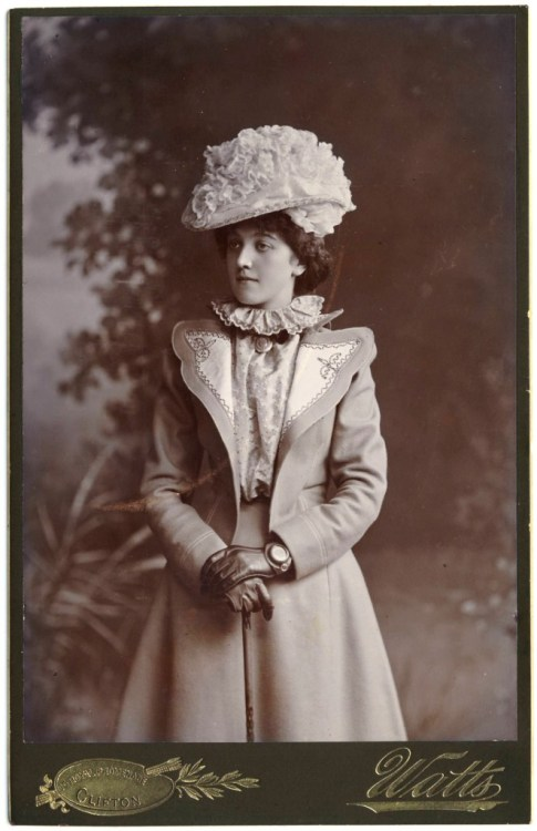 carolathhabsburg:  Beauty in fancy clothes. Early 1900s.