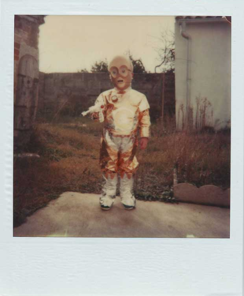 Great pic of a kid wearing a C-3PO Halloween costume via The Retroist.