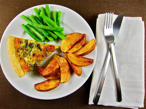 Arugula and bacon quiche with green beans and fried potatoes.