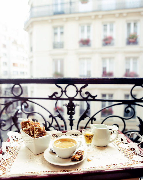 Ahhhh… typical Paris, so lovely (via Yvette's cookbook is on its way! Here's a sneak peek… | pia jane bijkerk)