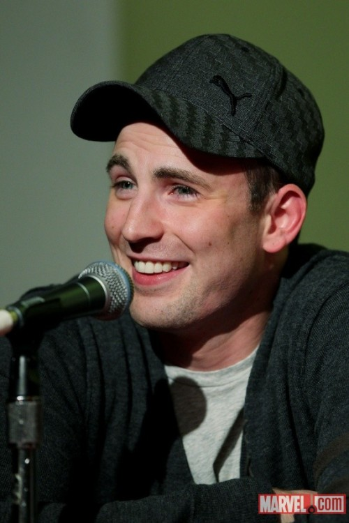Chris Evans at NYCC 2011: http://thechrisevansblog.blogspot.com/2011/10/chris-evans-at-nycc-2011.html