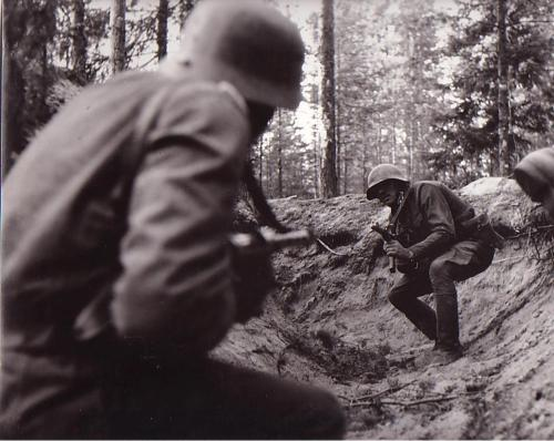 Close quarter combat between soldiers during the Second World War.