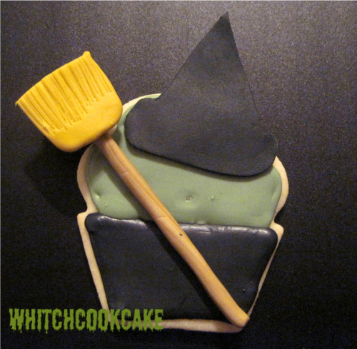 Witch Cookie Cupcake