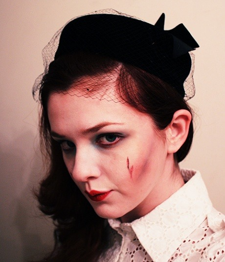 The Halloween Beauty Round-Up: The Undead Housewife  Other helpful links for all your Halloween beauty needs!  That's 60's Look: A Super Easy Guide To Polished, Mod Make-Up - Great for a Mad Men or Pan-Am themed look. Pretty From the Past: Penelope Tree - Being Twiggy, Edie Sedgwick, or another mod? This tutorial will help. Prohibition Pretty: Get The Boardwalk Empire Look & Pretty From The Past: Clara Bow - For flapper ensembles! The Halloween Beauty Round-Up: The Mermaid - a mermaid look, could also work as a fairy or any sort of ethereal, fantasy look.  The Halloween Beauty Round-Up: Marie Antoinette - 18th century excess!