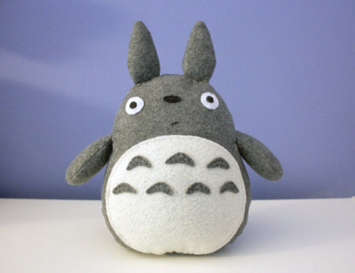 cheekandstitch:  handmade felt totoro plush via cheekandstitch DIY tutorial for this on my BLOG