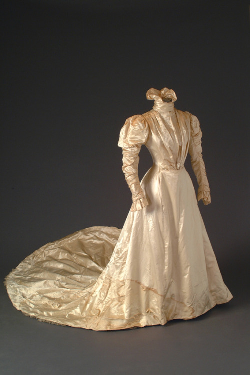 Wedding dress, 1900's, Mode Museum