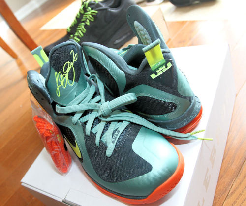 "Pov: Nike Lebron 9 ""cannon""The various delivery guys (and girls) are my favorite people to see each day because they always bring goodies. Today's packages included the Lebron 9 Cannon joints. I'll spare everyone […] Source: The Smoking Section"