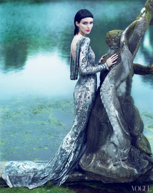 ladyfancy:  Rooney Mara in Marchesa for Vogue