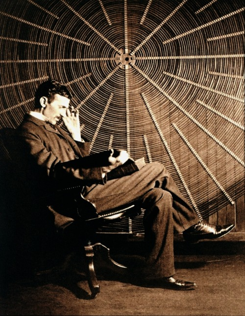 crystilogic:  Nikola Tesla and a spiral transformer coil (c. 1890s)