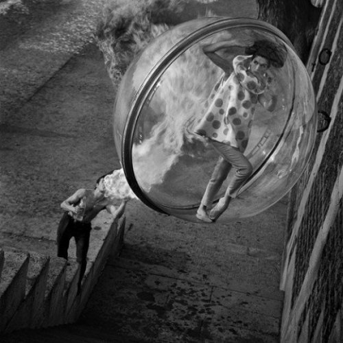 "chronologievintage:  One of a series of photographs called ""Sokolsky's Bubble"" by the Melvin Sokolsky, published in Harpers Bazaar in 1963.  Very cool!  posted by Barbara at Chronologie Fine Vintage."