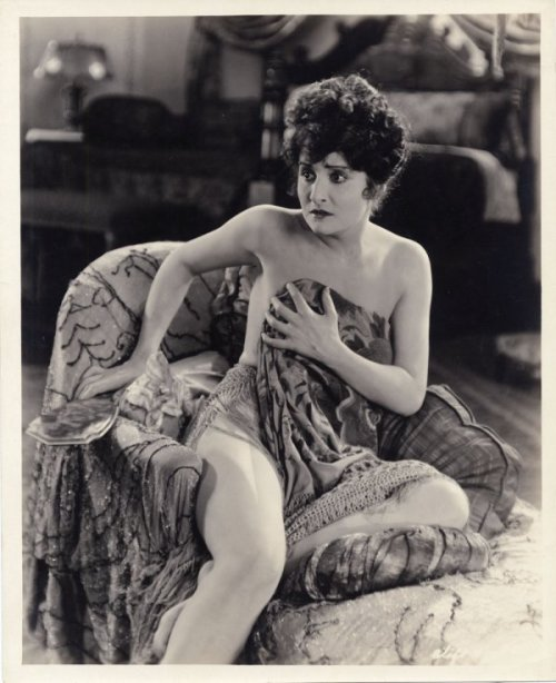 jeanjeanie61:  Diana Miller c.1925 - Silent Film Starlet Who Died At The Tragically Young Age Of 25 http://www.liveauctioneers.com   Real/symbolic