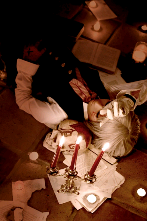 cosplayninja:  One of the suggestions for the giga-spams was D. Gray Man (as suggested by  frilled-shark). So let's have a mini spam, shall we? Here's an eerie shot of Narumi Haruka as Allen Walker.