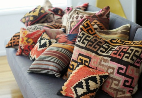 crushculdesac:  (via the RED HOUSE / Kilim pillows, everywhere.)