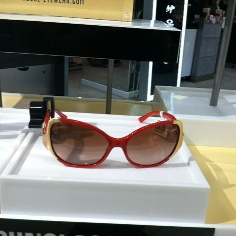Exclusive Miami Vogue sunglasses  (Taken with Pose)