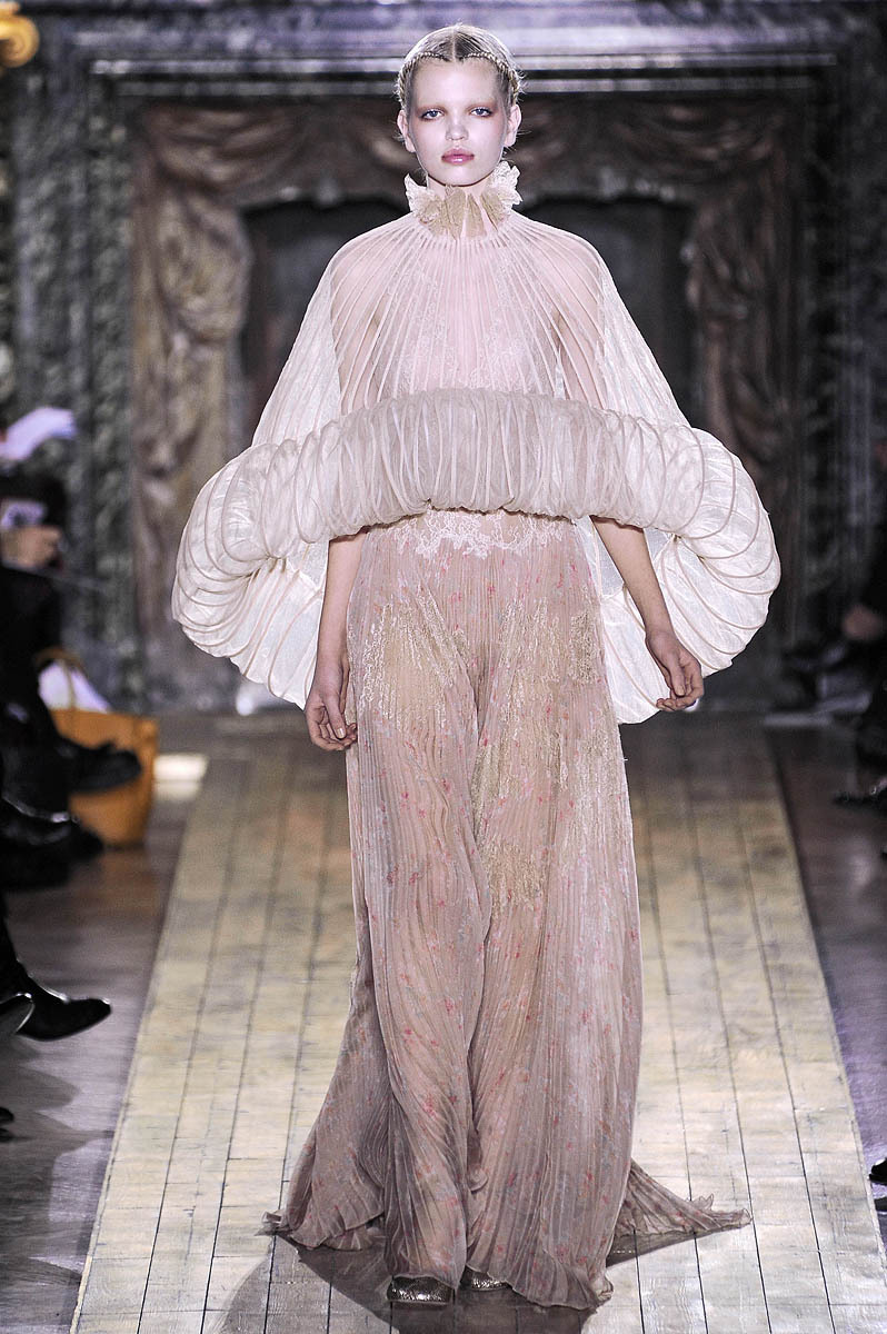 Dreamy gown from Valentino Haute Couture spring 2011. Model: Daphne Groeneveld.