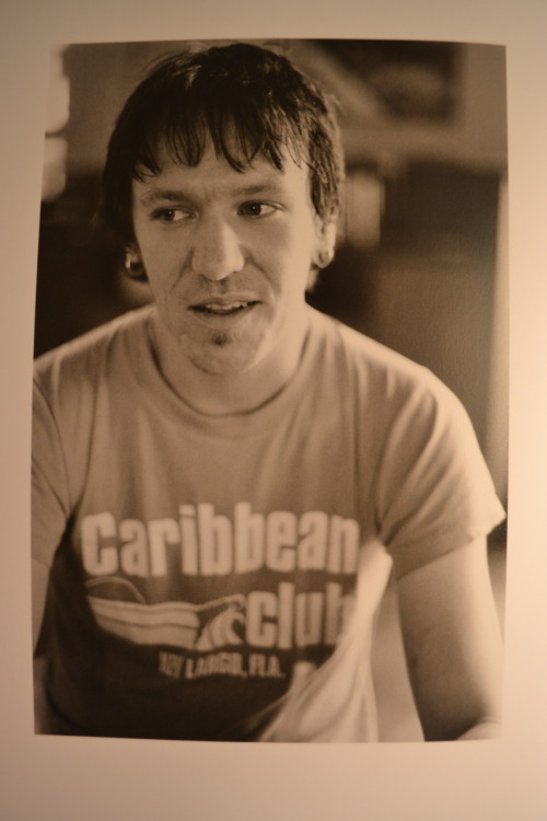 coopaahhh:  Today marks the 8th Anniversary of the death of Elliott Smith.  I've been sitting here for a few minutes trying to find my words, but I can't. No other artist has made such an impact on me. I can't imagine not having your music my life. You mean more to me than 99% of the people I have ever met and it literally breaks my heart everyday that I will never get to meet you or hear you play live. I'm never gonna know you now, but I'm gonna love you anyhow RIP Elliott Smith (6th August, 1969 – 21st October, 2003) xo