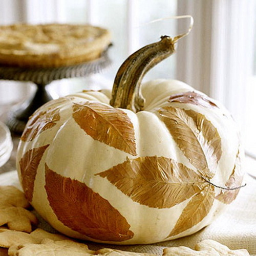 Leftover pumpkins from Halloween can be put to a second use this season…on your face! Pumpkins are a great natural skin care ingredient! Check out these DIY pumpkin beauty recipes now! (image via pinterest)