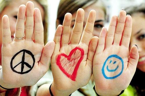 Paz,amor e felicidadesão três coisasessenciaisnavida.