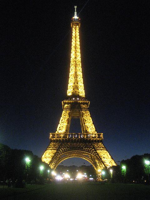 | ♕ | La lumière de Paris | by jukka reverberi