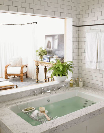 Oh, what a delightful Jacuzzi tub (via Heidi Claire: Chris Barrett)