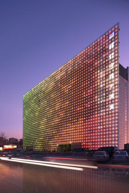 marysoul:  GreenPix Energy Media Wall, Beijing by SIMONE GIOSTRA & PARTNERS.  Very cool media wall on the outside of the building.