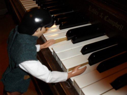flynndoesthings:  Flynn practices piano. (He's quite good, you know.)