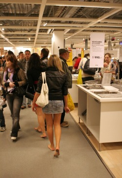 feethunter:  Barefoot shopping in Ikea - wicked!