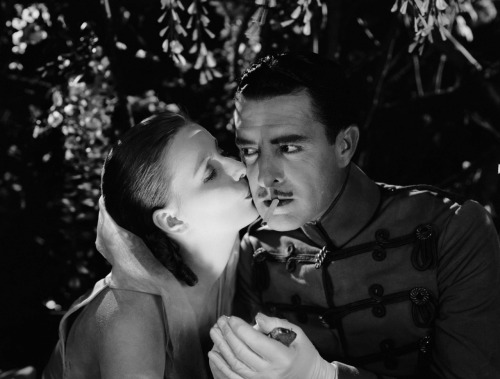 queenkayla:  fitzgeraldist:  Greta Garbo and John Gilbert in Flesh and the Devil (dedicated to Kayla, of course!)   you perfect creature! So much love, so much love!