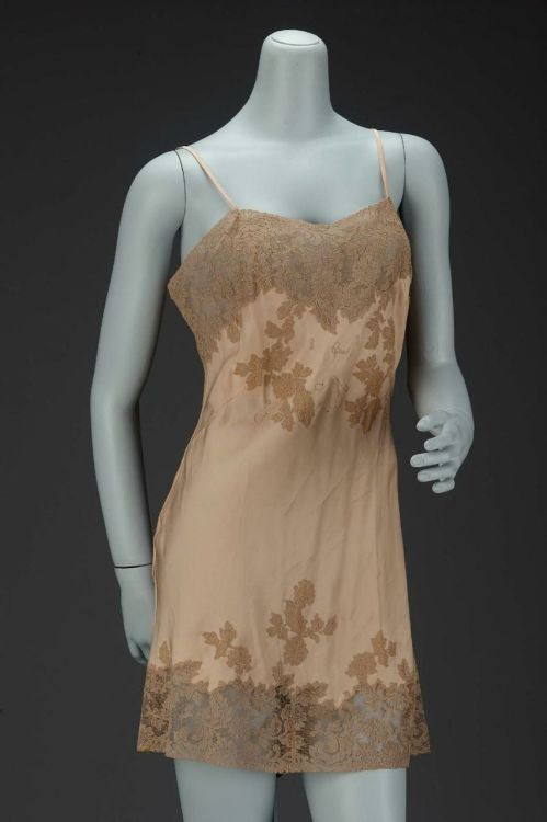 omgthatdress:   Underwear, 1930  The Museum of Fine Arts, Boston