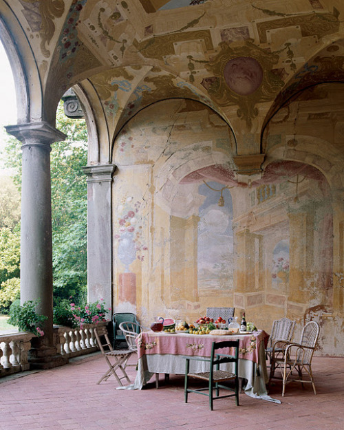 17th century frescoes adorn the loggia of the Villa Torrigiani outside Lucca, Italy (via katiedid: Great Walls….A Give Away)