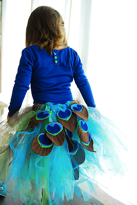 Handmade peacock tutu - it's looks amazing :o Click the photo for the tutorial to make your own!