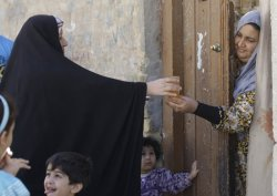 #Iraq Umm Mohammed,55, distributes sweets & juice as she celebrates U.S. Army's withdrawal from Iraq .22-10-2011 (AP)