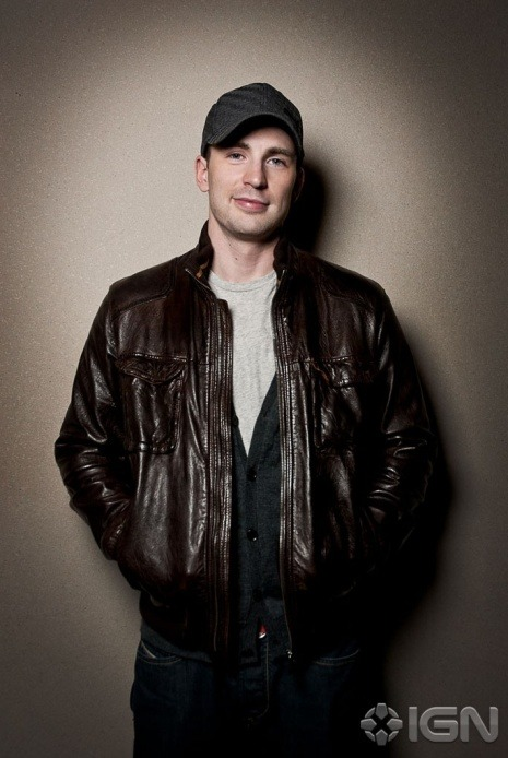 New photo of Chris Evans at NYCC 2011: http://thechrisevansblog.blogspot.com/2011/10/new-photo-of-chris-evans-at-nycc-2011.html