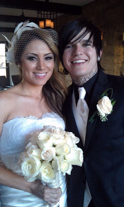 They really are the perfect couple. Congrats Kenneth & April Nixon :D