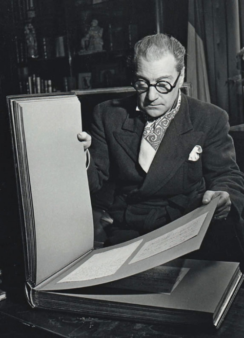 Sacha Guitry, the collector, going through an album of autographs, Paris, 1942 -by Robert Doisneau   [+] from drouot