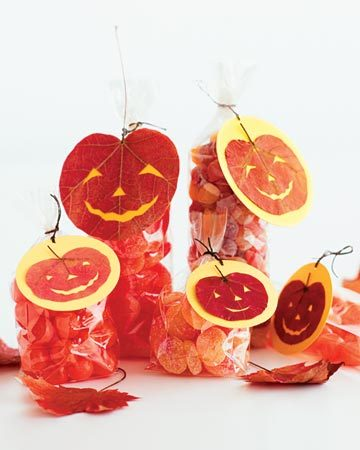 lepetitpoulailler:  Pressed Leaf Hallowe'en card and tags … these are *perfect* for your fall gifting and projects and decorating and and and MAKE!!
