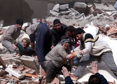 newsflick:  'Many dead' as powerful earthquake rocks Turkey Rescue workers try to save people trapped under debris after an earthquake in a village near the eastern Turkish city of Van Oct. 23. Turkey's Kandilli Observatory estimates that some 500 to 1,000 people were killed in a powerful earthquake in southeast Turkey's Van province on Sunday. Separately, Deputy Prime Minister Besir Atalay told reporters some 10 buildings had collapsed in Van city and around 25-30 buildings collapsed in the nearby district of Ercis. (Reuters)  Yikes; hope the best for our Turkish brethren this morning.