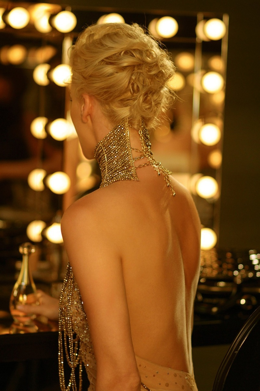 mecreatingme:  Charlize Theron for Dior