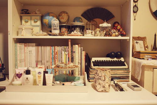cl4vicles:  desk by pearled on Flickr.