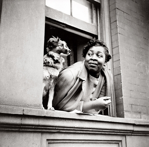 Gordon Parks - A woman and her dog in Harlem (1943)