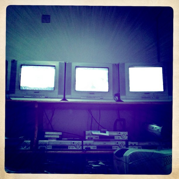 #work: #television x 6 (3 offscreen) + #radio x 5 = torture! (Taken with instagram)