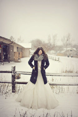 (via Snowy Arizona Wedding : Image #146622 : Style Me Pretty)