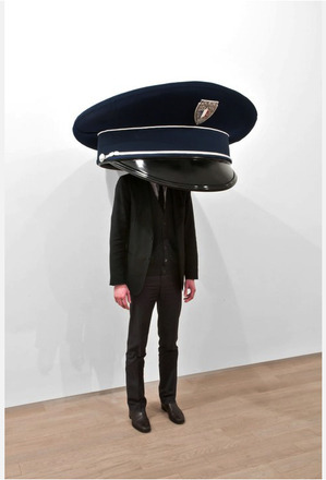 Playful sculptures by Erwin Wurm (via erwinwurm)