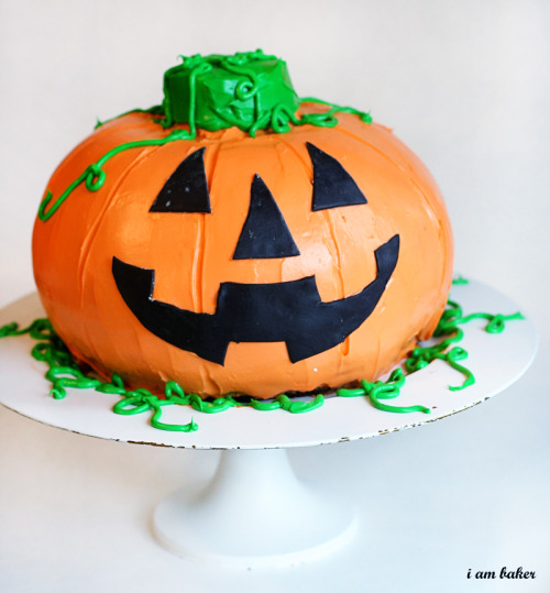 Halloween Pumpkin Cake This precious jack-o-lantern cake has an amazing surprise inside!!